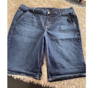 Lane Bryant Bermuda Jean Shorts Size 20